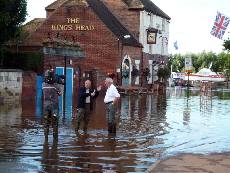 Severn flood 2007 Interview with ITV (central)