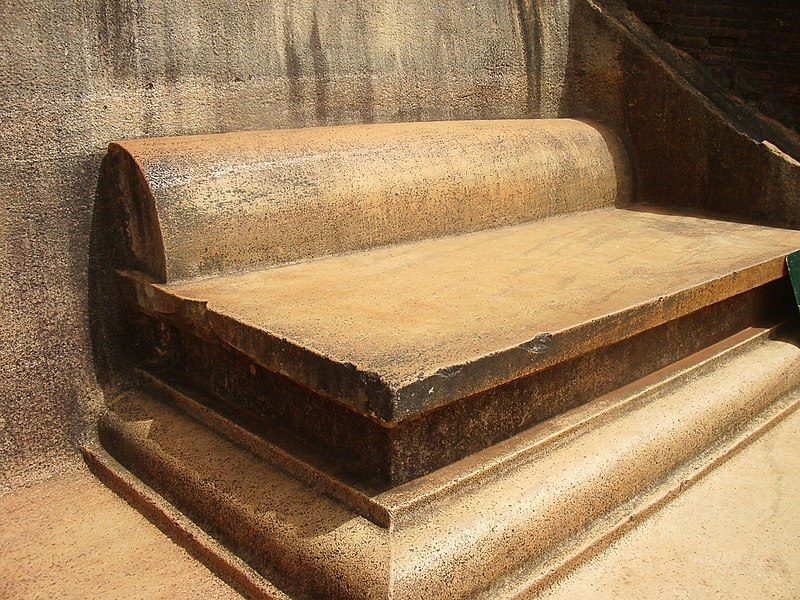 Файл: Сигирия-трон superior.jpg
