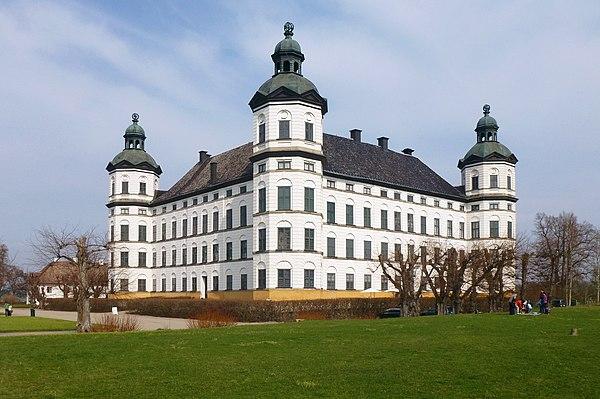 Skokloster slott, fasad mot väst i maj 2013