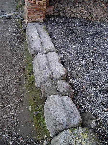 File:Sliding door tracks, Pompeii.jpg