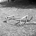 Smuči (sani)- ročne (samo 1 legnar), dolžina 109cm (do konca krivine 140 cm), široke 74 cm. Javornik 1959 (2).jpg