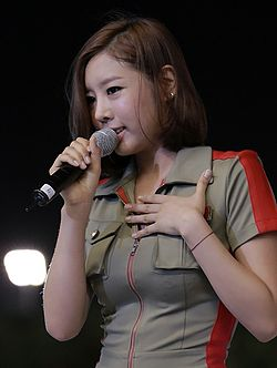 Son Sung-a at the Seoul Race Park Live Fever Concert, July 2012.jpg