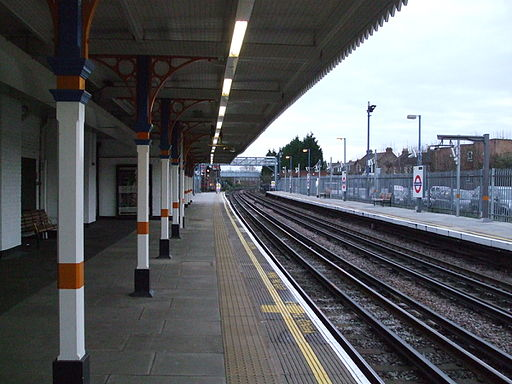 South Woodford stn south