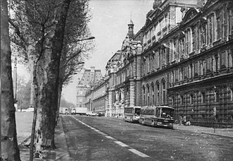 Quai François Mitterrand - The River Seine is just out of sight to the left in this 1981 image of the then Quai du Louvre, with the Quai des Tuileries beyond.