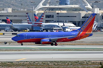 Southwest Airlines, Boeing 737-7H4(WL), N401WN - LAX (24891087549).jpg