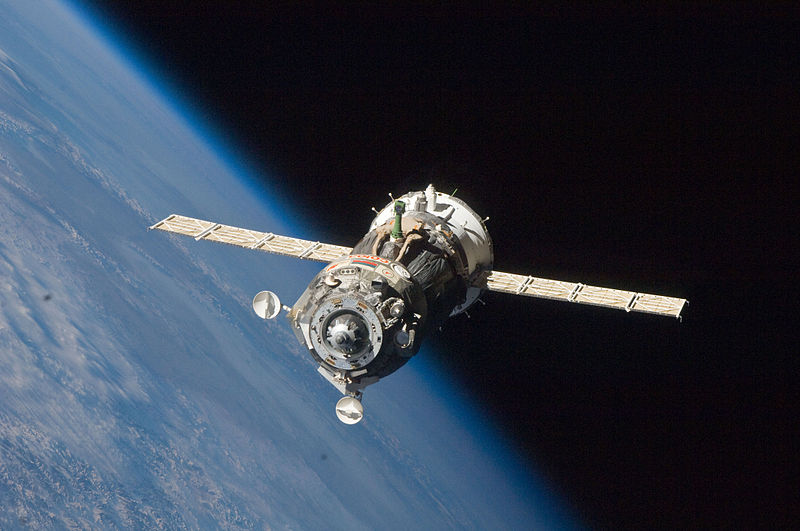 Soyuz TMA-19 spacecraft departs the ISS.jpg