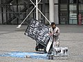 Speed painting on Place Georges-Pompidou 04.jpg