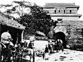 Stadtthor und Yamen von Shanhaikuan.jpg