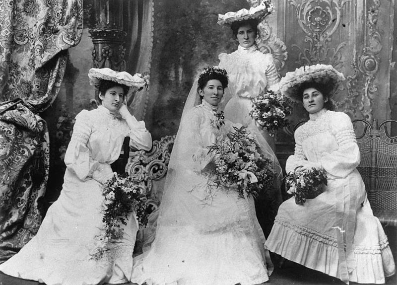 File:StateLibQld 1 43355 Bride and bridesmaids, 1900-1910.jpg