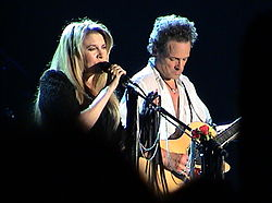 Stevie Nicks e Lindsey Buckingham dei Fleetwood Mac durante il tour del 2003.