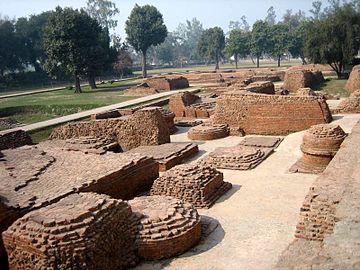Stupa ruins in Kushinagar.jpg