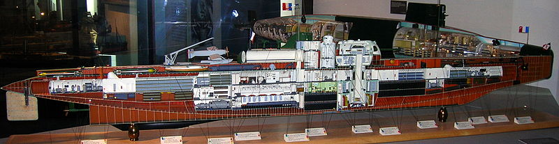 Sous marin SURCOUF Heller 1/400 800px-Surcouf_submarine_model