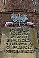 Tablica upamiętniająca bohaterów II wojny światowej umieszczona na latarni morskiej Kołobrzeg.jpg