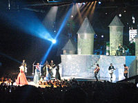 Taylor Swift during Fearless Tour concert in Los Angeles 03.jpg