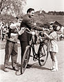 Tekmovanje cicibanov v vožnji s kolesom na Braniku v Mariboru 1959 (3).jpg