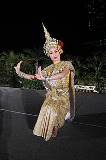Thai dancer 3 (5795874324).jpg