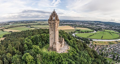 The Wallace Monument commemorates William Wallace, the 13th-century Scottish hero. The Wallace Monument Aerial, Stirling.jpg