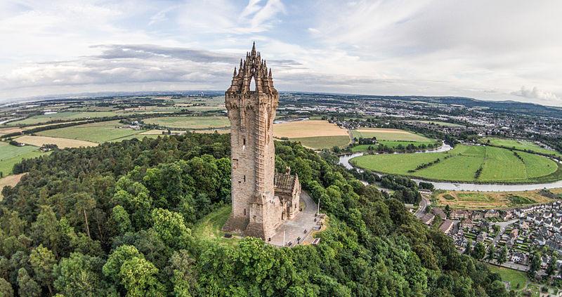 Trouvez le nom et le pays de ce monument ou ce lieu 800px-The_Wallace_Monument_Aerial%2C_Stirling