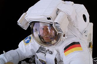 Thomas Reiter during EVA.jpg