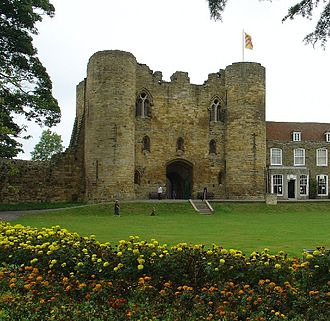 Tonbridge - Tonbridge Castle gatehouse