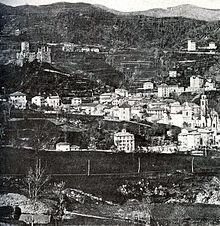 Panorama del borgo e del castello all'inizio del XX secolo