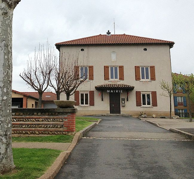 Town hall of Savigneux (Ain).