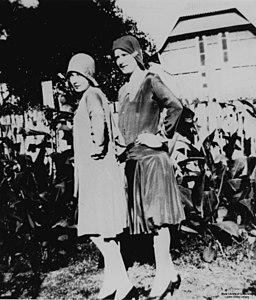 Two women in 1920s dresses (7959233804)