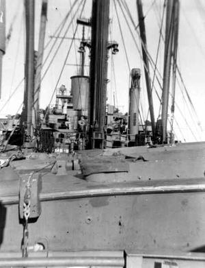 USS Audubon (APA-149) - Image: USS Audubon Bow from aft gun platform Oct 1945