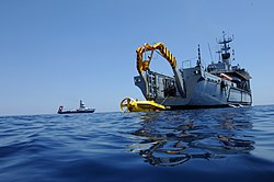US Navy 050628-N-1464F-001 The Italian submarine rescue vehicle SRV-300 is launched from the Italian salvage ship Anteo.jpg