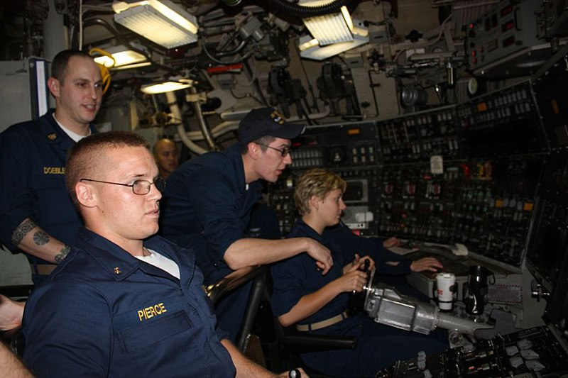 US Navy 100603-N-0000X-053 Midshipmen learn to pilot the submarine by training in the duties of the helm and planesman while underway aboard the Ohio-class ballistic-missile submarine USS West Virginia (SSBN 736).jpg