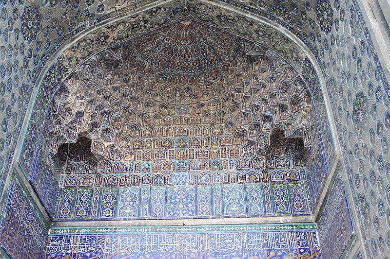 File:Ulugbek madrasah - 6 pishtaq - central porch detail.JPG