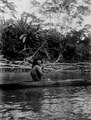 Ung flicka i kanot på Rio Jaqué. Jaqué River, Darién. Panama - SMVK - 003979.tif
