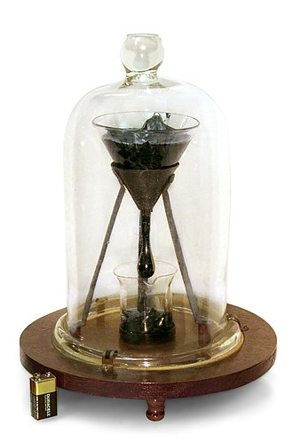 Viscosity - Image: University of Queensland Pitch drop experiment white bg