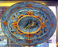 Urbino, bottega fontana, gran vassoio a raffaellesche con vittoria di cesare su elvezi (da taddeo zuccari)1565-75 ca., retro.JPG