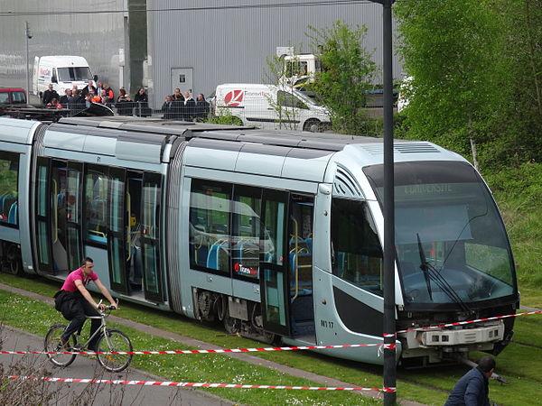 Valenciennes & Anzin - Déraillement de la rame de tramway n° 17 à la sortie du dépôt de Saint-Waast le 11 avril 2014 (031).JPG