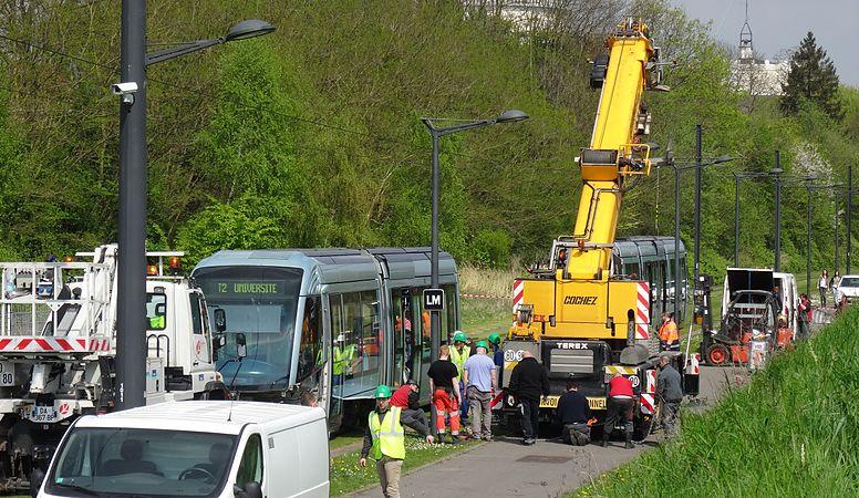 Valenciennes & Anzin - Déraillement de la rame de tramway n° 17 à la sortie du dépôt de Saint-Waast le 11 avril 2014 (087).JPG