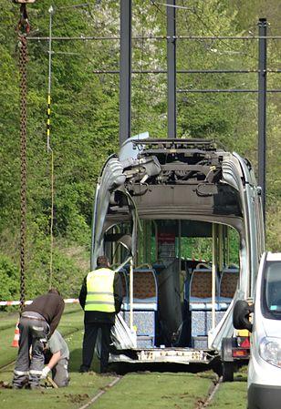 Valenciennes & Anzin - Déraillement de la rame de tramway n° 17 à la sortie du dépôt de Saint-Waast le 11 avril 2014 (104).JPG