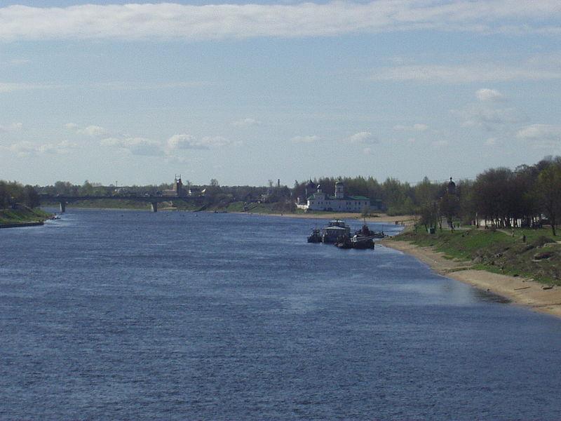 800px-Velikaya_river_in_Pskov.JPG
