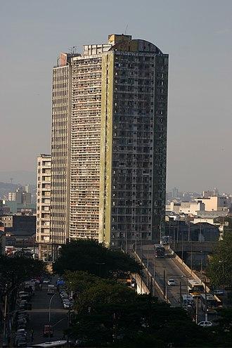 Edifício São Vito - São Vito and Mercúrio buildings, with Diário Popular bridge to the right. Both were destroyed in order to revitalize the area.
