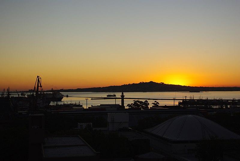 File:Vista de Cerro de Montevideo, faro y bahía.JPG