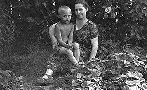 English: Vladimir Putin with his mother, Maria...