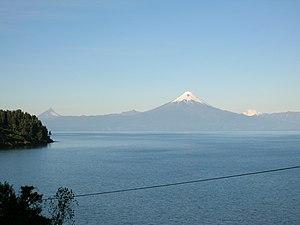 Llanquihue Lake - Image: Volcan Osorno Lago Llanquihue
