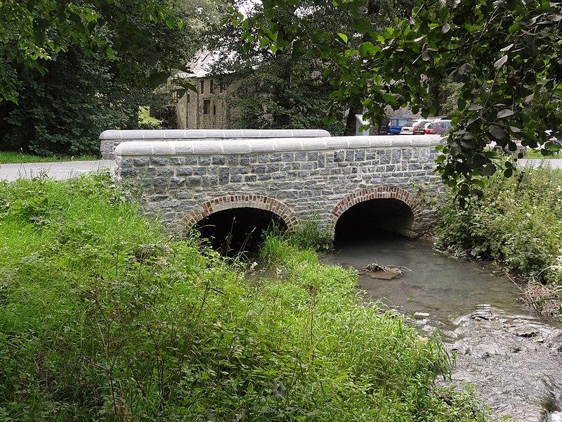 Wallers-en-Fagne (Nord, Fr) pont sur l'Helpe Majeure