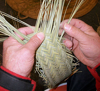 Esparto - Weaving a trip of plaited esparto (Luis Mondejar, Albacete)