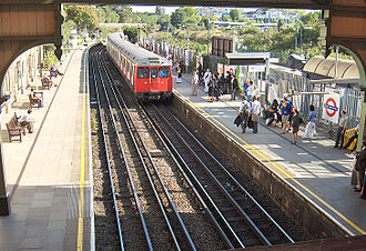 West Brompton station - Image: West Brompton 2