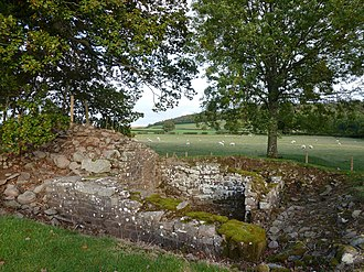 Y Gaer - Image: Y Gaer Brecon Hen Sne 04 east gate