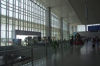 Zhuzhou West Railway Station - Image: Zhuzhou Xi Railway Station waiting hall entrance
