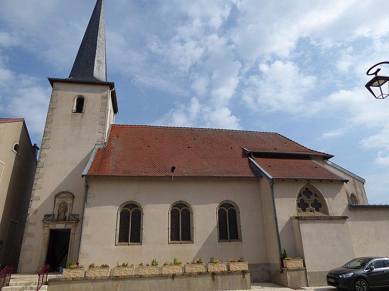 Face sud de  l'église de  Laneuvelotte en Meurthe-et-Moselle (France). Portail d'entrée.