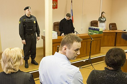 Navalny in court as part of the Kirovles trial Aleksei Naval'nyi v zale Leninskogo suda Kirova.JPG