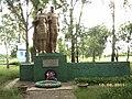 Братська могила радянських воїнів. Поховано 270 чол.jpg